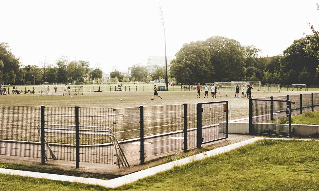 Fodboldspillere i Fælledparken på Østerbro